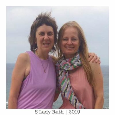 Jivamukti Yoga metoda - Lady Ruth