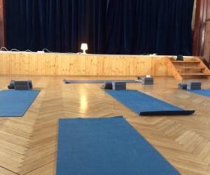 Ilustrativni obrazek k popisku lekce jogy na Kvilde