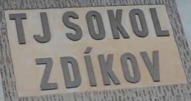 Celni pohled na budovu TJ Sokol Zdikov