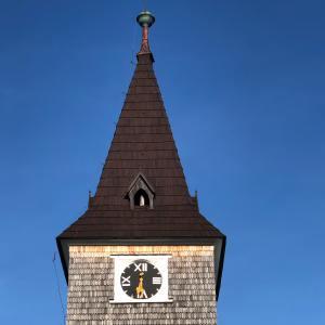 Ilustrativni obrazek kostela k popisku lekce jogy na Kvilde.